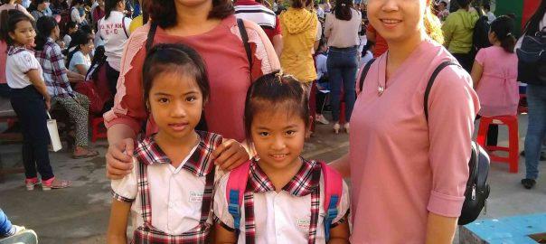 Giáo viên và học sinh Trường Tiểu học Thạnh Lợi, chuẩn bị bắt đầu cuộc thi.