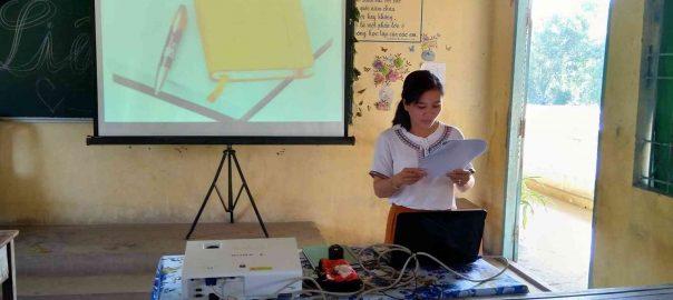Cô Nguyễn Thị Mỹ Hạnh Phó hiệu trưởng nhà trường báo cáo các kết đạt được và chưa đạt được trong năm học 2018-2019