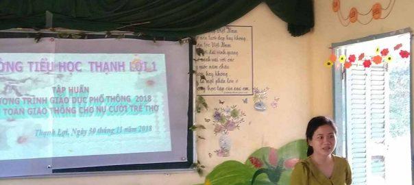 Cô Nguyễn Thị Mỹ Hạnh hiệu phó của nhà trường, phát biểu khai mạc buổi tập huấn.