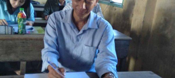 Thầy Trần Quốc Trí rất vui khi được nghe báo cáo trong buổi tập huấn.