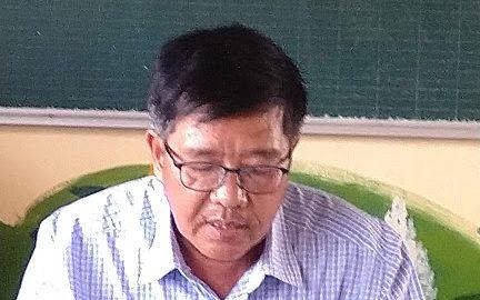 Thầy Nguyễn Thành Tâm , hiệu trưởng nhà trường tirển khải các vân bản hướng dẫn lựa chọn SGK lớp 1