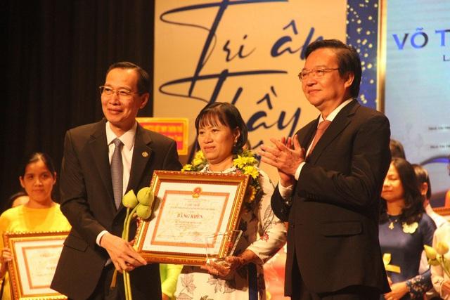 Lãnh đạo TPHCM trao giải thưởng Võ Trưởng Toản 2019 cho giáo viên
