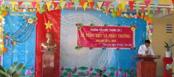 Thầy Nguyễn Thành Tâm ( hiệu trưởng ) báo cáo thành tích mà một năm qua Trường TH Thạnh Lợi 1 đã đạt được.