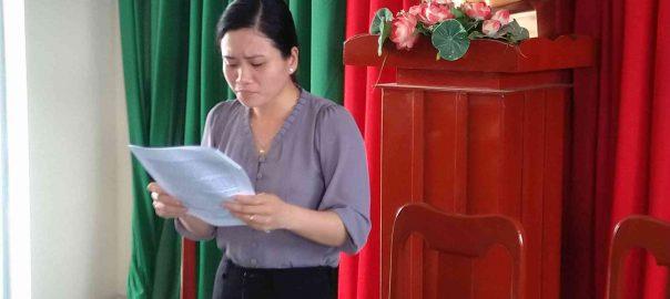 Cô Nguyễn Thị Mỹ Hạnh ( hiệu phó ) báo cáo lại các hoạt động chuyên môn