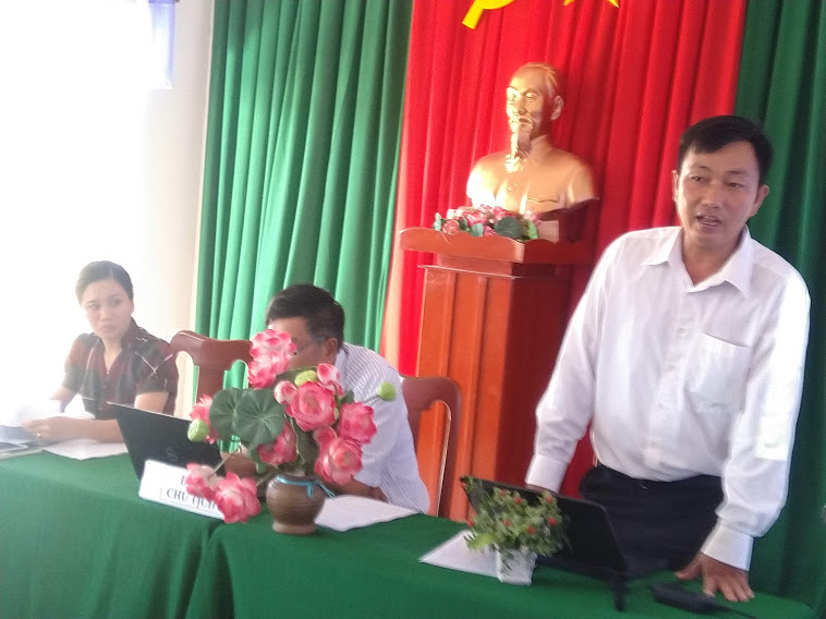 THầyv Trần Hữu Phước - CTCĐCS- Giải trình thắc mắc khó khăn ở hội nghị.