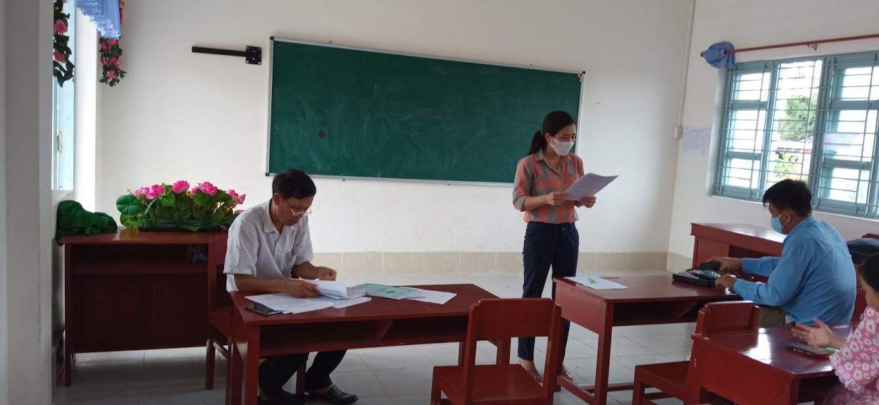 Tại hội nghị cô Nguyễn Thị Mỹ Hạnh ( phó hiệu trưởng) báo cáo kết qủađược năm học 2020-2021 và phương hướng cho năm học 2021-2022 .